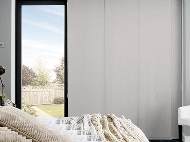 panel japonés con tejido oscurante para una habitación sin persianas