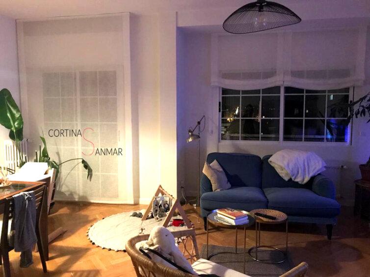 Salon con puerta y ventana