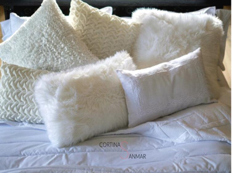 Cojines de Clara vidal en color blanco con fantasía